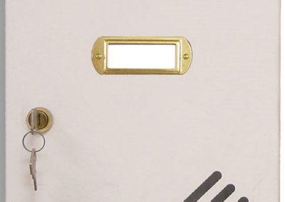 Buzón metalico vertical de interior de ferpasa. Cuerpo y puerta de color blanco. El mas vendido en Valencia